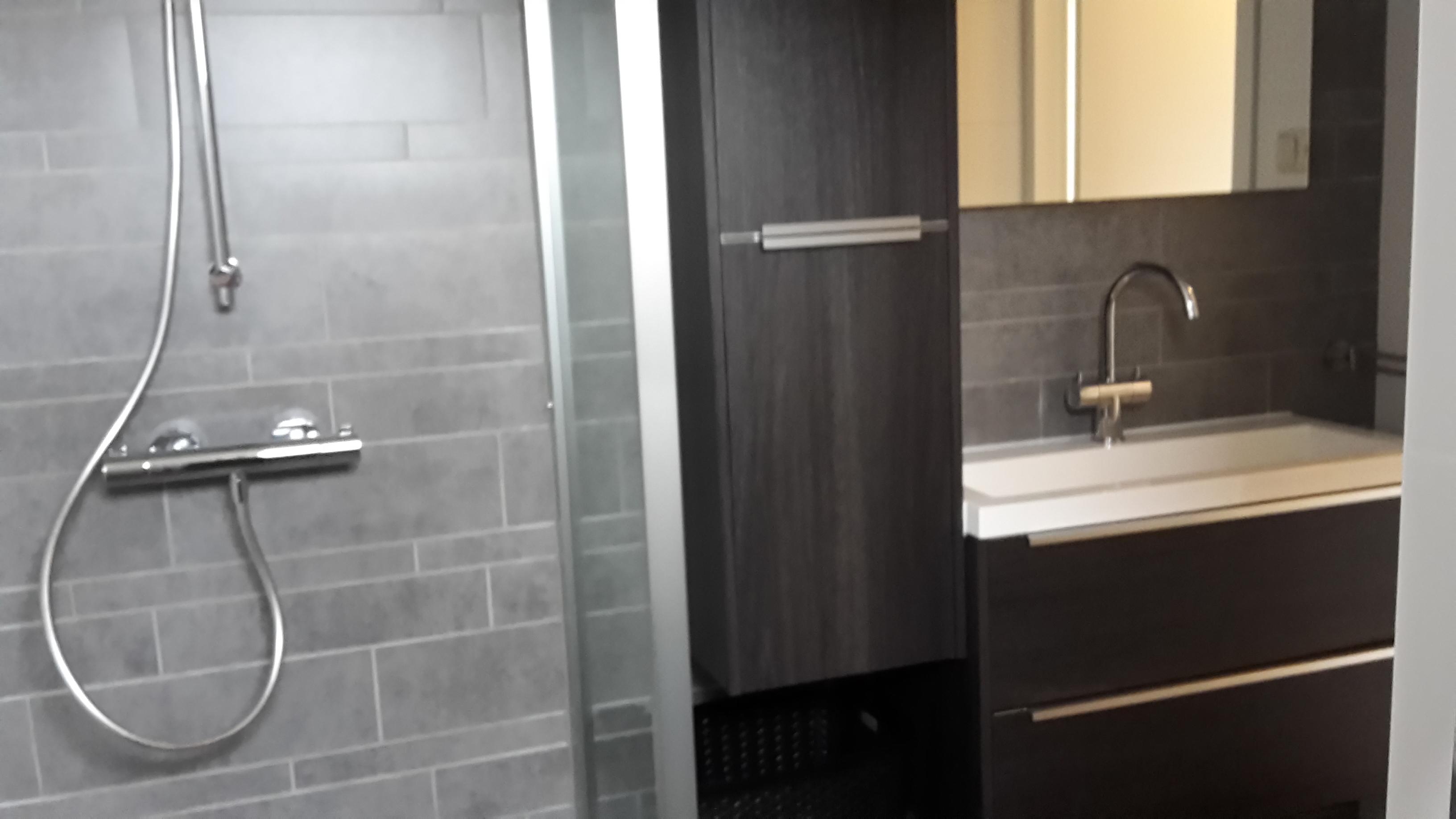 Tegels Badkamer Stroken : Badkamer leek t riemersma bouw onderhoud